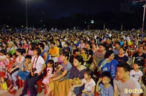 南瀛國際民俗藝術節仁德場活動,人潮爆滿。(記者吳俊鋒攝)