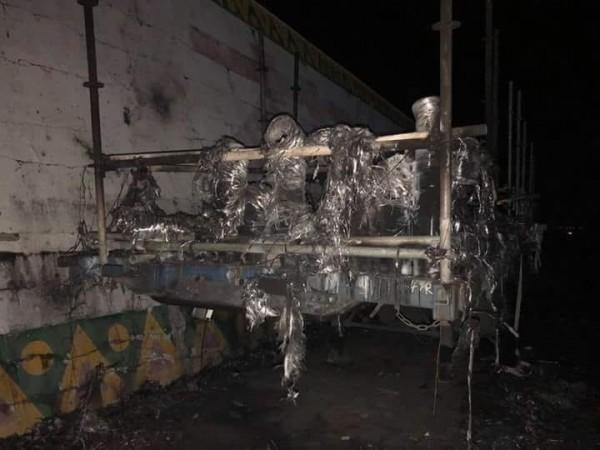 雙十焰火昨晚在花蓮港東堤施放,但施放14分鐘後,有焰火台突起火燃燒。(翻攝臉書花蓮爆料王)