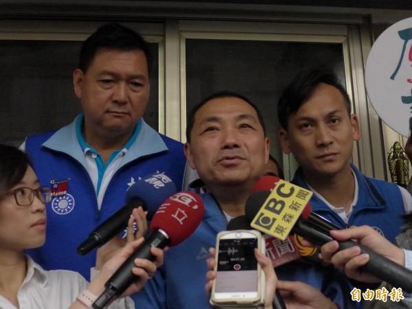 國民黨新北市長參選人侯友宜(中)。(記者李雅雯攝)