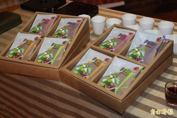 活動期間每場音樂會,結合12國的音樂風格與咖啡風味,打造專屬的「寰宇風情特調咖啡」禮盒,除贈送給與會的音樂家,還開放民眾至音樂會現場購買,每盒800元。(記者林敬倫攝)