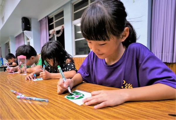 南市希望透過體驗數位科技等活動,找出女孩潛能。(南市社會局提供)