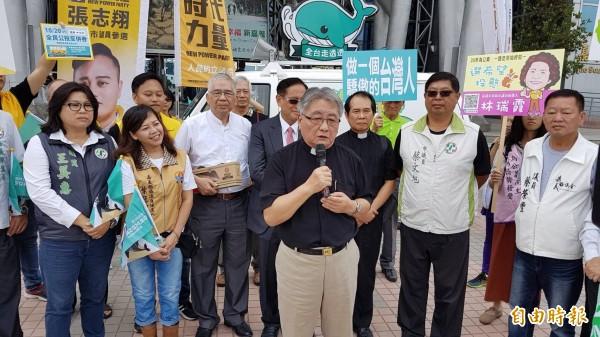 長老教會嘉義中會牧師趙振弍說,公投是要促使台灣成為正常化國家、反中國併吞,並不躁進。(記者丁偉杰攝)