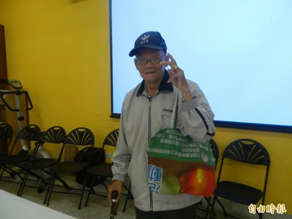 始終掛念西莊長青食堂的李茂男,生前身影讓社區人士留念。(記者廖淑玲攝)