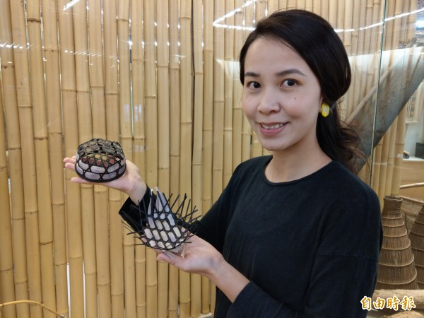 竹藝家李雅靖將在南投竹藝博物館舉辦「竹異」展,呈現結合香蕉絲等「異材質」的作品。(記者劉濱銓攝)