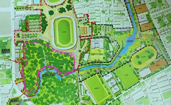 粉紅色虛線處為爭議土地,目前主要為樹木及部分建物,紅色虛線內則為竹溪二期工程範圍。(記者蔡文居翻攝)
