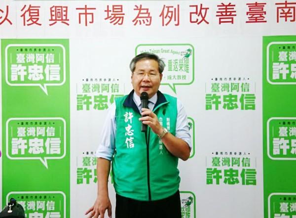 無黨籍台南市長參選人許忠信,為停車問題提出對策。(記者吳俊鋒翻攝)