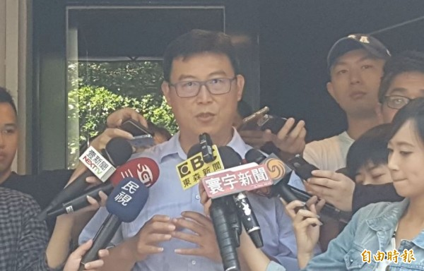 姚文智表示,首都市长选举,辩论是基本要求,不参加辩论,市民应群体唾弃,也是件可耻的事。(记者杨心慧摄)