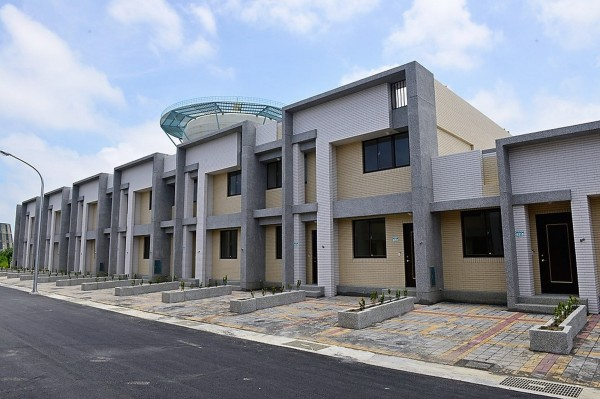 安南區鹽田里安置住宅外觀。(社會局提供)