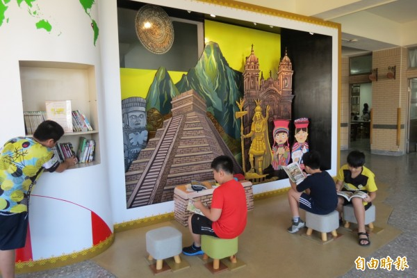 5樓則有中南美洲的馬雅文化城讓學生享受異國閱讀樂趣。(記者蘇孟娟攝)