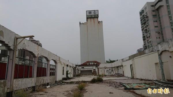 台南舊魚市場確定原地保留,之前暫時卸下維護保存的木構屋頂將回復。(記者洪瑞琴攝)