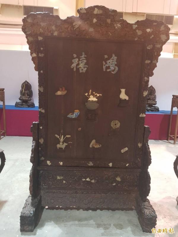 清朝皇室用的百寶屏風,曾以750萬元成交。(記者鄭旭凱攝)