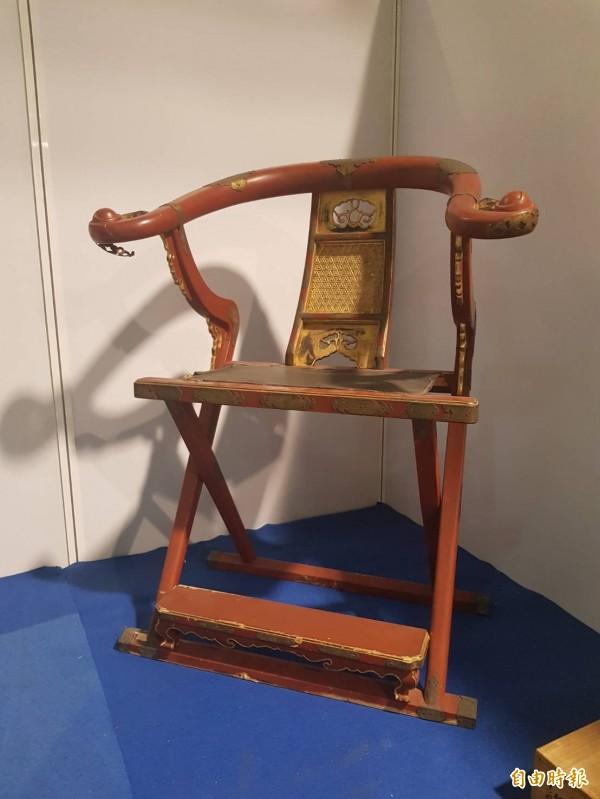 日本禪師專屬的金交椅。(記者鄭旭凱攝)