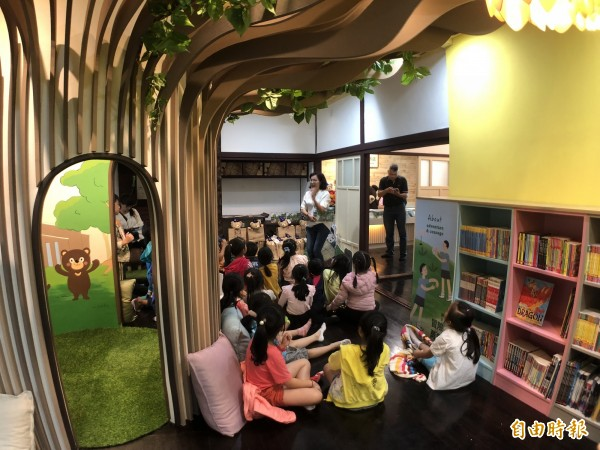 公益性質的大樹冊店要讓親子共讀。(記者羅欣貞攝)