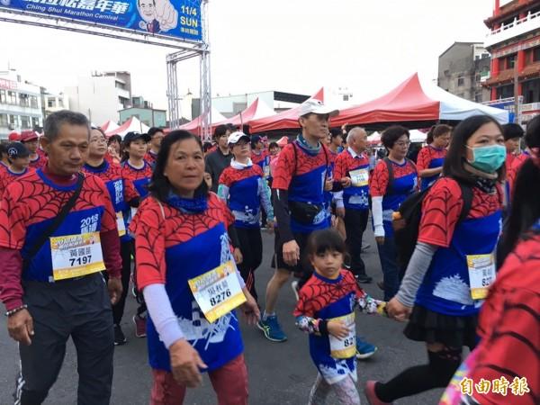 第三屆清水馬拉松嘉年華,大小「蜘蛛人」全出動。(記者歐素美攝)