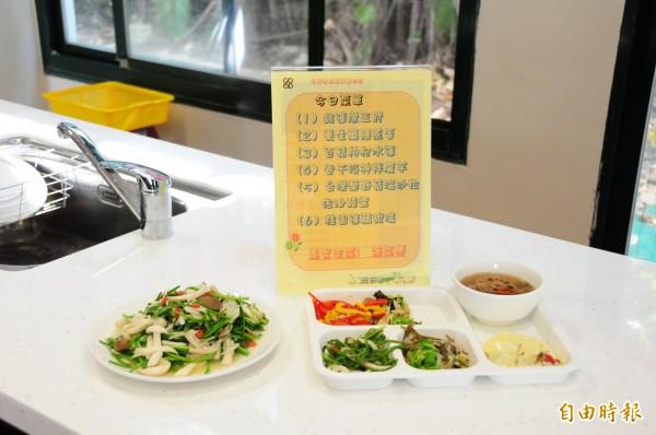 靜宜大學與農試所研發的「養生機能料理」。(記者歐素美攝)
