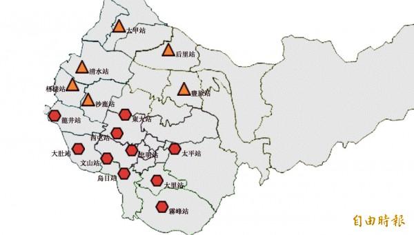 台中市16個空品測站有10個亮紅,對所有族不健康。(記者蔡淑媛攝)