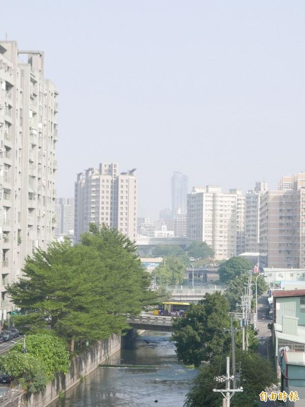 台湾的空气污染问题,林佳龙呼吁理性讨论、不要政治化。(记者蔡淑媛摄)