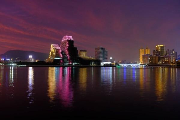 海音中心夜拍美景。(記者葛祐豪翻攝)