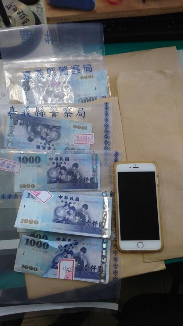 嘉義地方法院法官認定這1萬7000元現金中的7000元是賄款。(記者蔡宗勳翻攝)