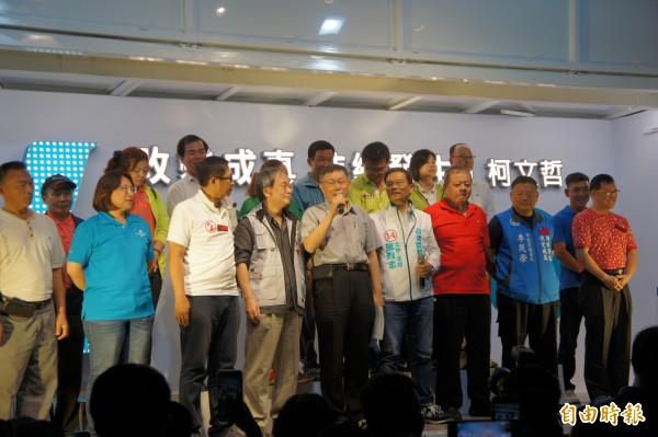 台北市長柯文哲昨晚舉行行動造勢活動,但台下場面一度冷清。(記者黃建豪攝)