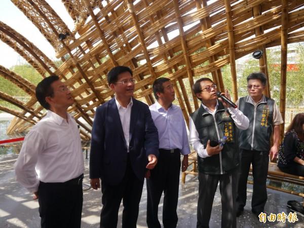 台中市長林佳龍(左二)呼籲空污問題勿政治化。(記者張軒哲攝)