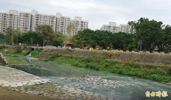 竹溪景觀改造,同時搭配水質淨化場,預計年底完工。(記者洪瑞琴攝)