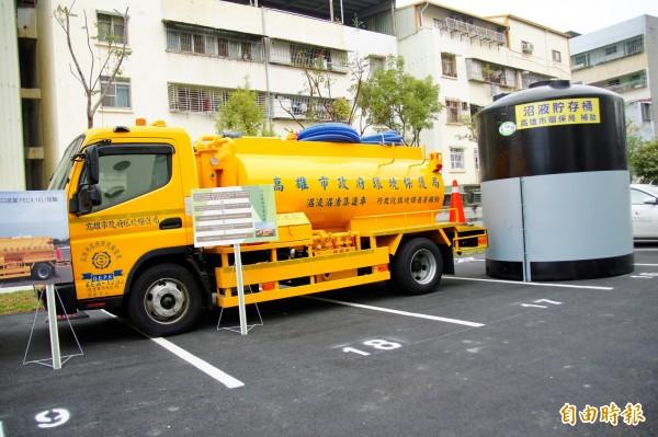 環署補助高市5部沼液集運車。(記者蔡清華攝)