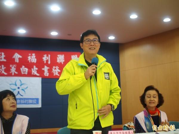 民进党台北市长候选人姚文智回应民间版社会福利政策白皮书,一一端出自己的政策牛肉。(记者简惠茹摄)