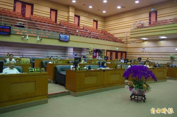 嘉義市議會今上午開會決議,不同意嘉檢逮捕或拘禁涉賄選案的副議長郭明賓。(記者王善嬿攝)