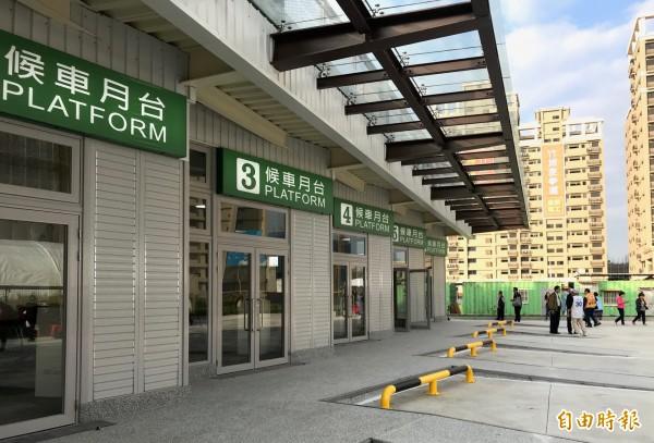經國轉運站設置6個月台。(記者陳昀攝)