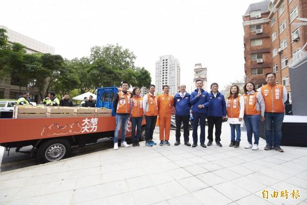 大桔大力橘子车全区车扫,新竹市长林智坚号召市民今晚上街游行相挺!(记者蔡彰盛摄)