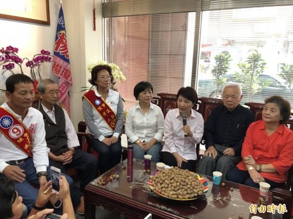 盧秀燕感恩之旅,拜訪前立委楊瓊瓔(右四)等表達感謝。(楊瓊瓔服務處提供)