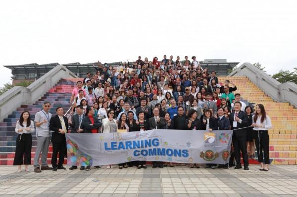高雄大學成立全台第一所「菲律賓在台公民學習中心」(記者蔡清華翻攝)
