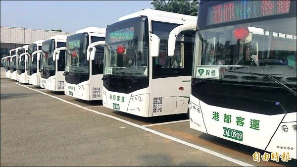黃2公車已於今年4月搶先上路,由港都客運以全新電動低地板公車營運。(記者葛祐豪攝)