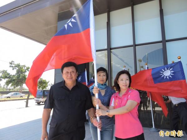 副議長陳宏宗(左)、縣黨部主委吳秀華(右)均有意爭取議長大位。(記者張存薇攝)