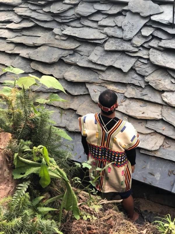 布農族的傳統石板屋,屋頂鋪設石板,建築技法精細。(圖由花蓮縣文化局提供)