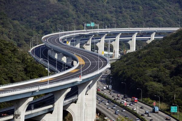 立委陳超明、柯建銘皆多次向中央要求將五楊高架橋延伸至新竹、苗栗路段,紓解當地車潮。(記者鄭名翔翻攝)