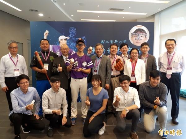 清華大學成立運動科技中心,將人工智慧等技術融入棒球訓練與偵測中。(記者洪美秀攝)
