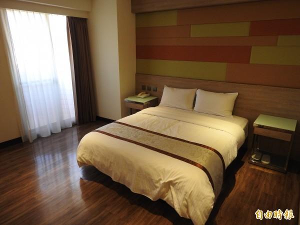飯店客房近半年陸續更新完成,業者要拚老客人回住率及開發新客源。(記者佟振國攝)