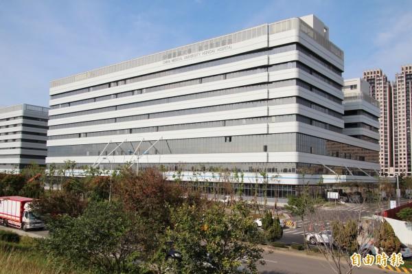 中國醫藥大學新竹附設醫院將在本月17日正式開診,竹北市民公車65、66路將配合在19日起增設該院的停靠站,便利鄉親就診。(記者黃美珠攝)