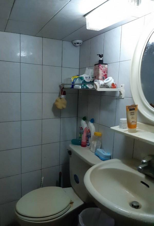 葉姓男大生從網路購得外觀與煙霧警報器相同的拍攝器材,偷拍住在同棟宿舍的女外籍生沐浴影像。(記者邱芷柔翻攝)