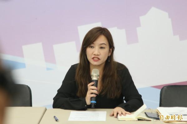 準高雄市新聞局長王淺秋(如圖),說明韓國瑜就職典禮的相關資訊。(記者葛祐豪攝)