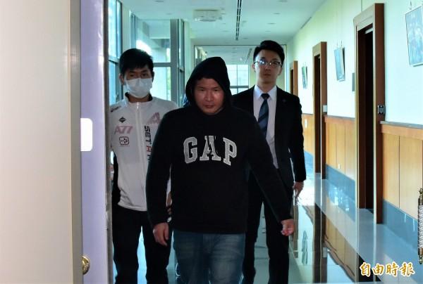普悠瑪司機尤振仲,今到宜蘭地檢署開庭,偵訊至12點40分許才步出偵查庭。(記者張議晨攝)
