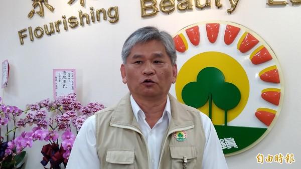 羅東鎮公所縣政交接小組召集人曾成陽提出澄清。(記者江志雄攝)