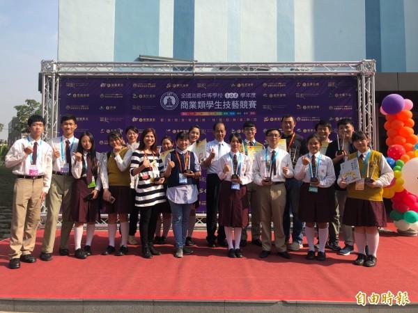 中山工商師生在全國高級中等學校商業類學生技藝競賽大放異彩。(記者洪臣宏攝)