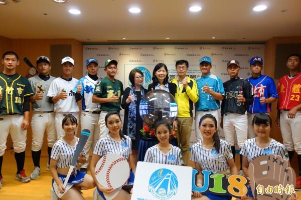 「2018新北富邦國際城市U-18棒球邀請賽」將於16日到22日在新莊棒強場、三重棒球場開打,來自韓國、菲律賓及台灣國內總共12支高中強棒隊伍一較高下。(記者葉冠妤攝)