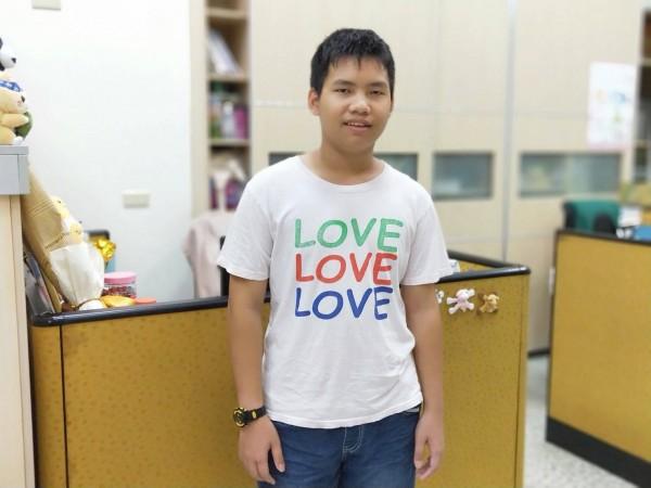 新北市家扶中心今年推薦七位自強兒童,新台灣之子陳越宇父親因癌症過世,母親又因斷指只能打零工,他協助家務分工,且成績優異。(新北市家扶中心提供)