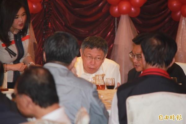 柯文哲今晚宴請議員吃飯,但僅1/4出席。(記者郭安家攝)