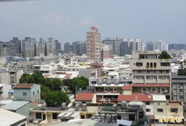 107年南市房屋稅,繳納稅額超過100萬元的有417戶。(記者洪瑞琴攝)