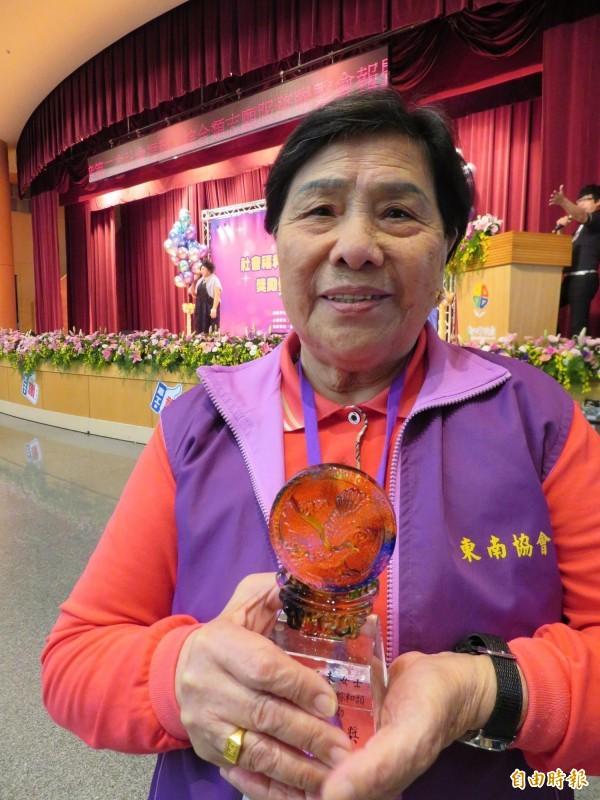 87歲的張李阿未,從2006年擔任社區志工,煮飯供餐給長輩。(記者何玉華攝)